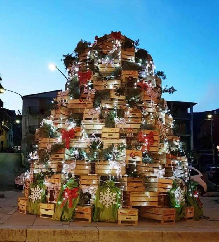 Albero di Natale particolare a Sciara