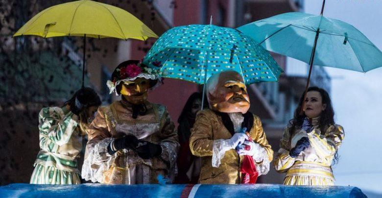 Photo of Carnevale Termitano 2018: La pioggia non ha fermato la sfilata dei carri allegorici