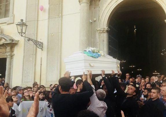 Photo of Caccamo: L'ultima festa di Sarah, l'angelo volato in cielo