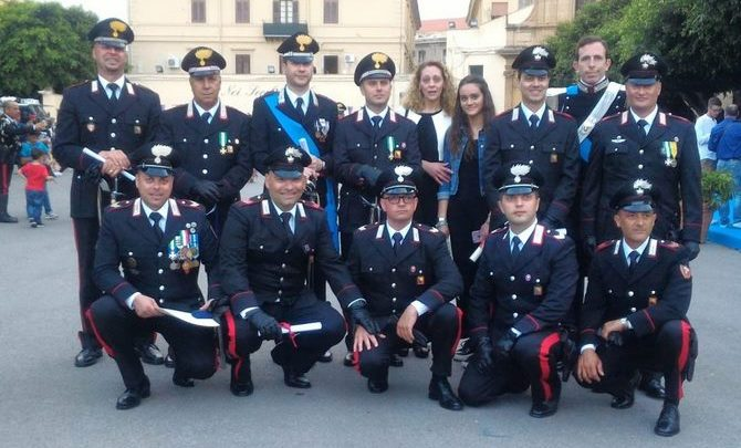 Photo of Medaglie ed encomi: Insigniti dodici Carabinieri di Termini Imerese