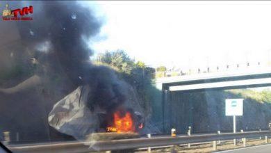 Photo of Viabilità, A19 Palermo-Catania: Rimorchio va in fiamme