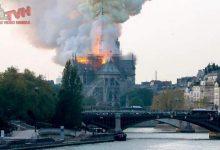 """Photo of Parigi: Brucia Notre Dame, ma secondo i Pompieri """"La struttura è salva"""""""