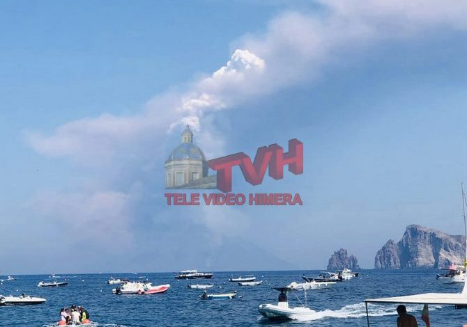 Photo of Isole Eolie: Lo Stromboli continua ad eruttare