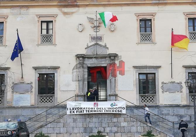 Photo of Termini Imerese: Protesta degli ex operai Fiat-Indotto. Sit in alla Casa Comunale – 🎥 VIDEO