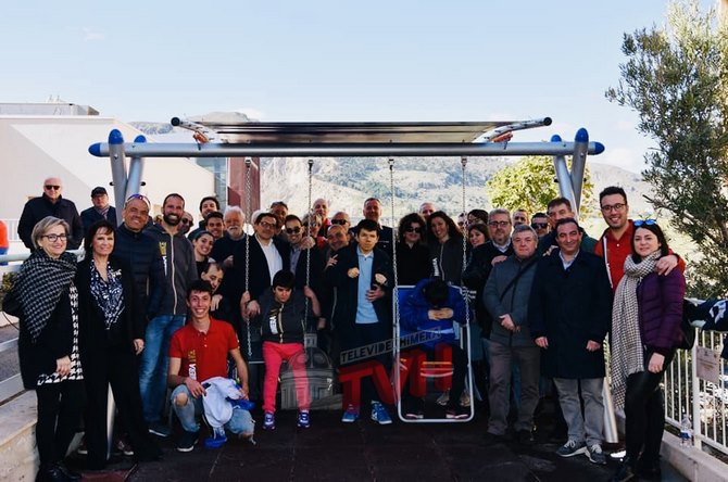 Photo of Termini Imerese: L'ASD Himera Bike dona un altalena alla Lega del Filo D'Oro