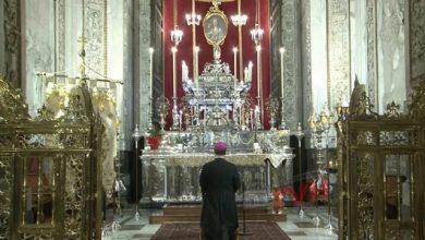 Photo of Palermo: Mons. Corrado Lorefice in Preghiera nella Cappella di Santa Rosalia