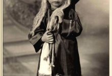 "Photo of Settimana Santa: I bambini vestiti ""Pu Venniri Santu"" – di Nando Cimino"