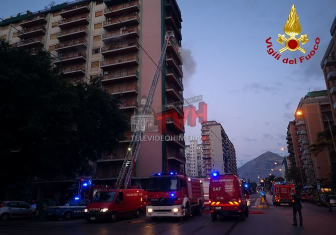 Photo of Palermo: Morta una donna e 9 agenti intossicati in un incendio in via Pacinotti – 🎥 VIDEO