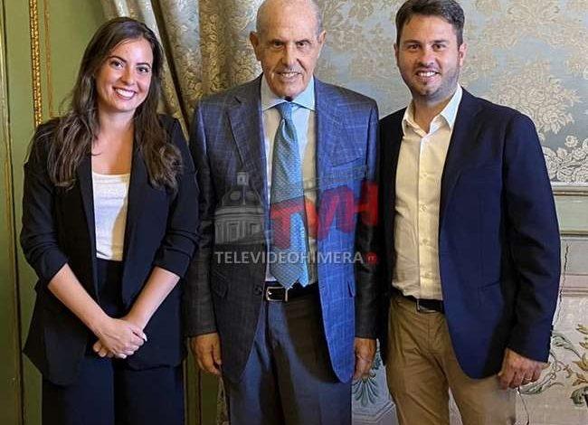 Photo of Cerda: Due giovani amministratori del Comune aderiscono a Forza Italia